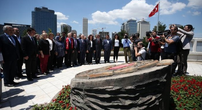 CHP GENEL BAŞKANI KEMAL KILIÇDAROĞLU, BURSA'DA ŞEHİT AİLELERİ DERNEĞİNİ ZİYARET ETTİ