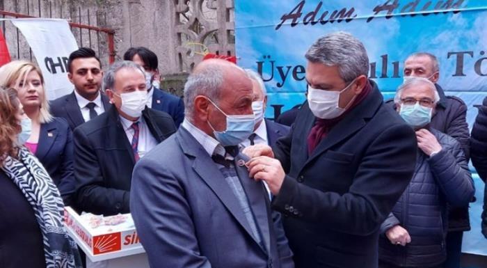 Oğuz Kaan Salıcı CHP Sincan'da 465 yeni üyeye rozetlerini taktı