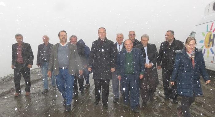 Aşan Bilir Kar'lı Dağın Ardını #HAYIR;Ağcagüney ve Ayvacık Karşı Döngel Mahallesi'nde kar altında yurttaşlarımızla#HAYIR'lı  bir iş için araya geldik