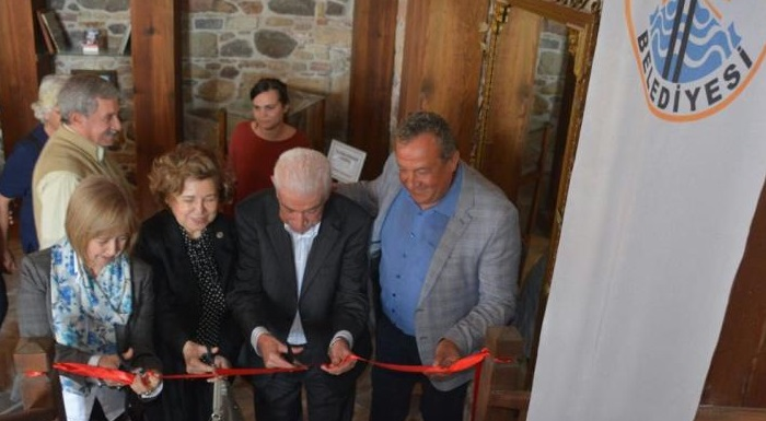 Türkiye'nin İlk İhtisas Kütüphanesi Dikili'de Açıldı!