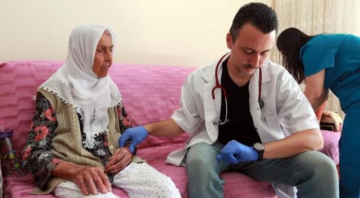 Yenimahalle'den Evden Çıkamayan Hastalara Evlerinde Tedavi!