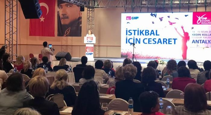 Kadın Kolları Genel Başkanımız Fatma Köse 81 ilin kadın kolları başkanları ve yöneticileri ile eşgüdüm toplantısı için Antalya'da bir araya geldi