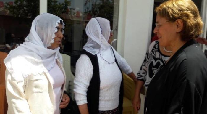 Tunceli'nin Hozat ilçesinde esnafımızı ziyaret ettik. Esnaf sıkıntılarının CHP iktidarı ile biteceğine inanıyor.  Hozat'ın umudu CHP iktidarı. CHP gelecek esnaf Hozat'ta yeniden gülecek.  Bugün Hozatta yarın Türkiye'nin her yerinde esnafımızın yanındayız. #TAMAM #MilletİçinGeliyoruz #İstikbalİçinCesaret