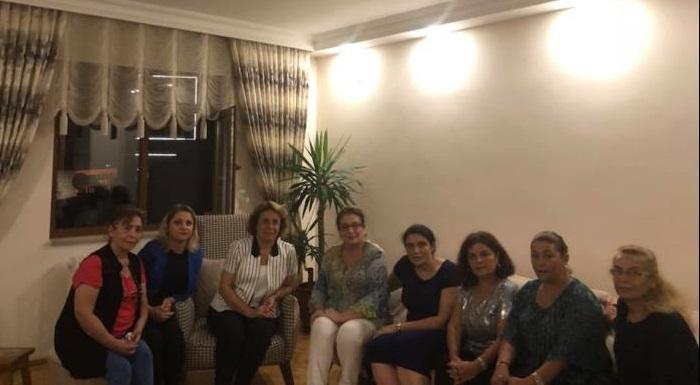 Kadın Kolları MYK Üyemiz Nurcihan Tomrukçu'ya baş sağlığı ziyaretindeyiz. Acıları paylaşalım ki azalsın. Aileye sabır annemize rahmet diliyoruz.