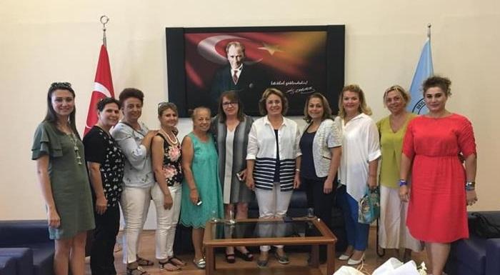 Muğla Kadın Kolları Başkanı Çiğdem Başarır, Kadın Kolları MYK Üyesi Ülkü Güdük, Milas Belediye Başkan Yardımcısı Zeynep Çınar, Milas kadın örgütleri ve Bodrum kadın örgütleri ile beraberiz.