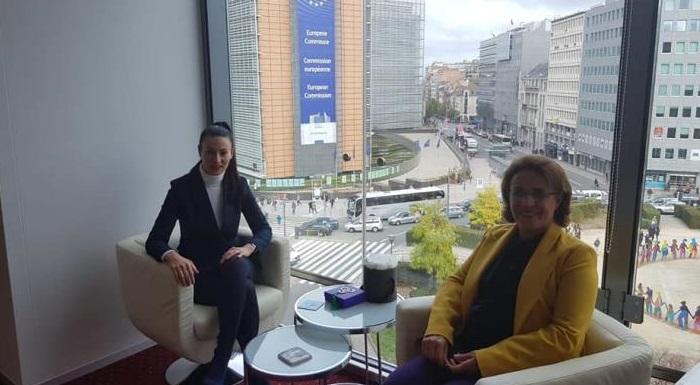 CHP Kadın Kolları heyeti Brüksel'de CHP Avrupa Birliği Temsilciliğini ziyaret etti.