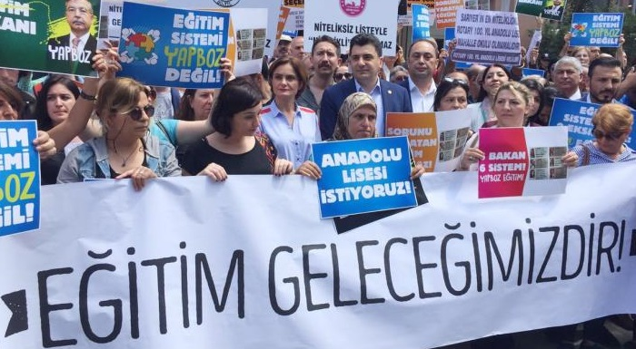 CHP'DEN ÖĞRENCİ VE VELİLERİN LGS EYLEMİNE DESTEK