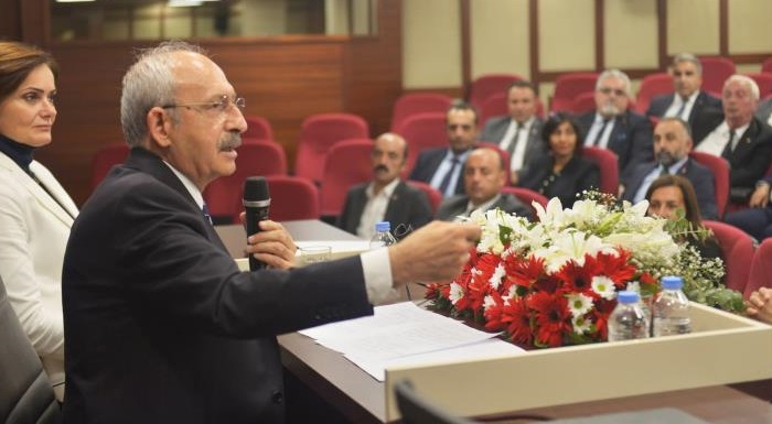 CHP lideri Kılıçdaroğlu İstanbul İl Merkezi'ni ziyaret etti