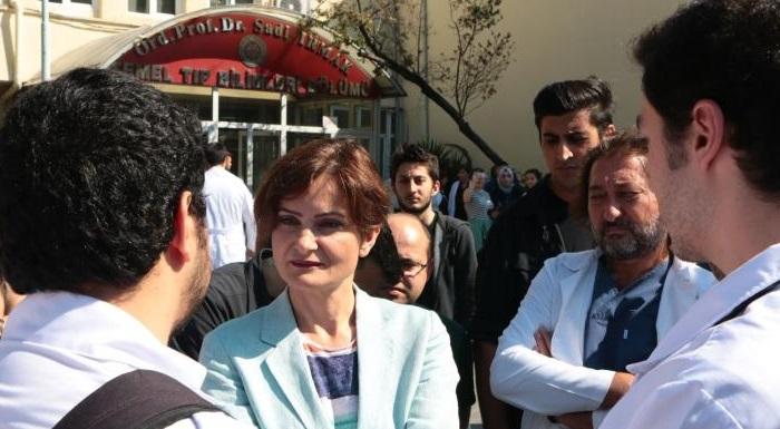 Kaftancıoğlu, depremde binaları hasar gören Çapa Tıp Fakültesi'ni ziyaret etti