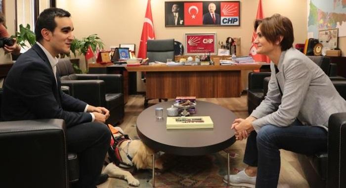 Görme Engelli Mustafa Keskin'den ,Dr. Canan Kaftancıoğlu'na ziyaret
