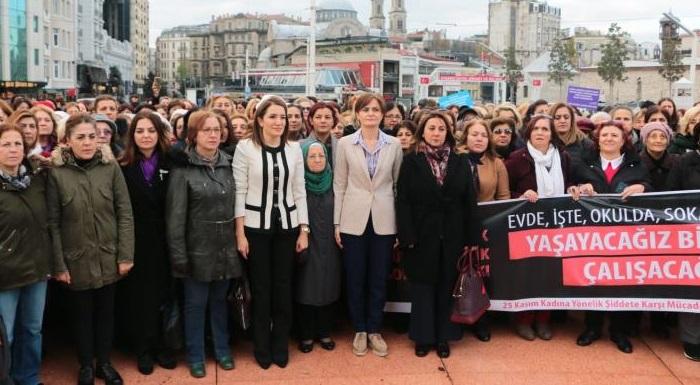 5 Aralık Dünya Kadın Hakları Günü: CHP'li kadınlar Taksim'de tören düzenledi