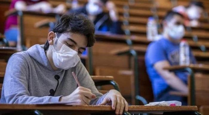 CHP İstanbul İl Örgütü'nün Yaptığı Çalışmada Öğrenci ve Velilerin Yüzde 96,5'ine Göre Sınav Yerlerinde Alınan Salgın Tedbirleri Yeterli Değil