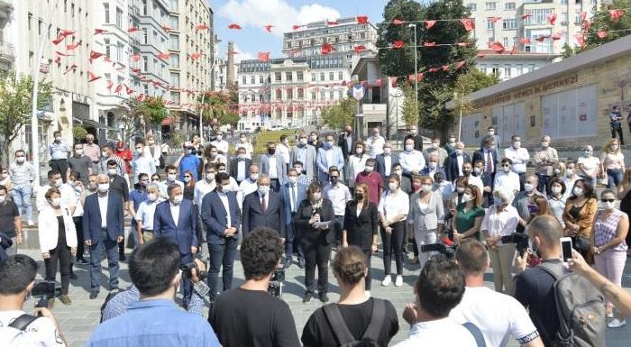 CHP İstanbul'da pandemi koşullarında eğitimin sorunlarına ilişkin çözüm önerilerini açıkladı