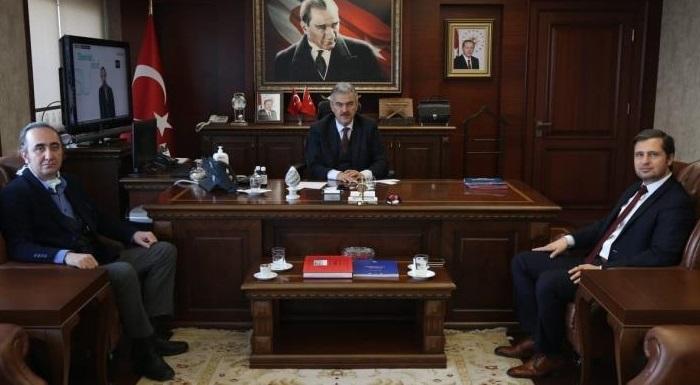"""CHP İL BAŞKANI YÜCEL'DEN  İZMİR VALİSİ AYYILDIZ'A """"KORONA"""" ZİYARETİ"""