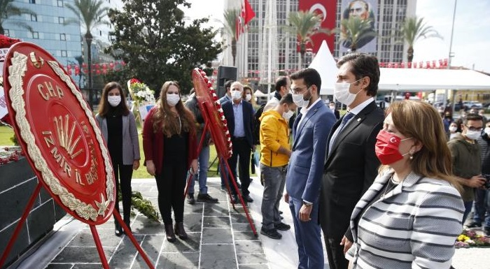 """CHP İzmir Cumhuriyet Bayramını Atasının Huzurunda Kutladı - Yücel """" Bu yolda, tüm baskılara ve zorluklara rağmen kendi zaferlerimizi birer birer kazanacağız"""""""