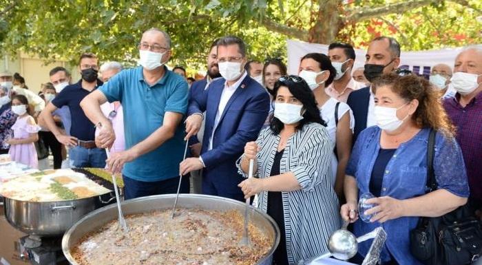 CHP İzmir  Aşurenin Bereketini Paylaştı - Yücel: Yezid'den Değil Hüseyin'den Yanayız