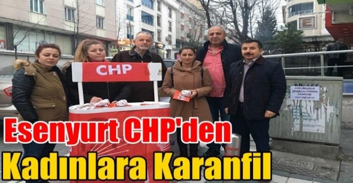 Esenyurt CHP, emekçi kadınları sabahın ilk ışıklarında karanfillerle karşıladı